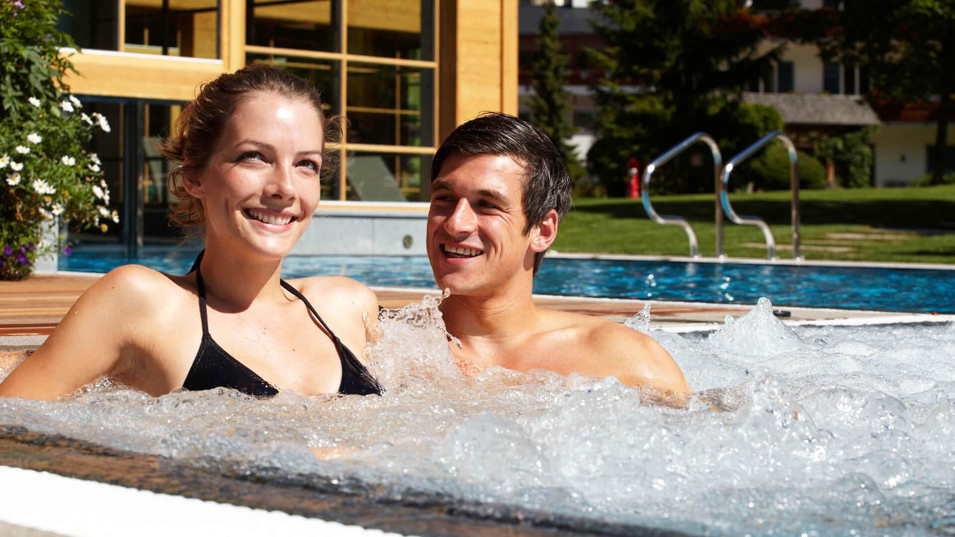 48212ed83515 ... hotel con piscina per bambini, non c'è niente di meglio che  abbandonarsi alla comodità avvolgente dei lettini con vista panoramica.